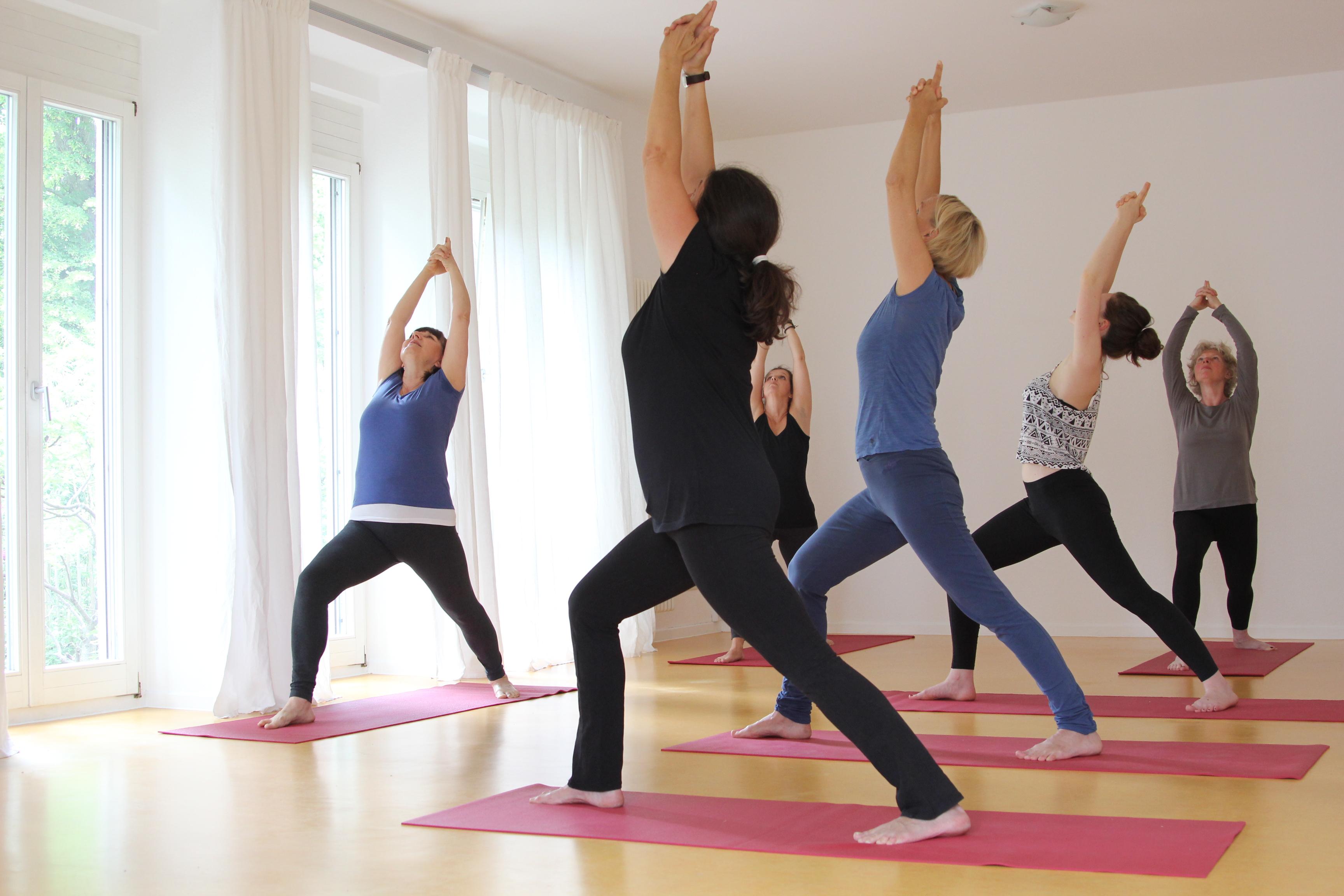 herzlich yoga bewegt lenka nikolaus. Black Bedroom Furniture Sets. Home Design Ideas