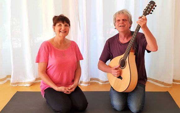 Yoga Matinée mit Lenka und Paul Reinig So 22.9. / 10.00 – 13.00 Uhr