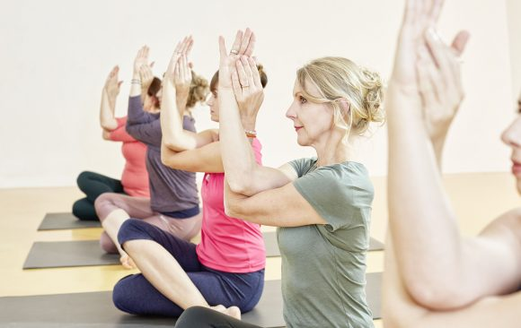 Ferien Yoga im Studio und per Zoom am 12.8. um 18.00 Uhr